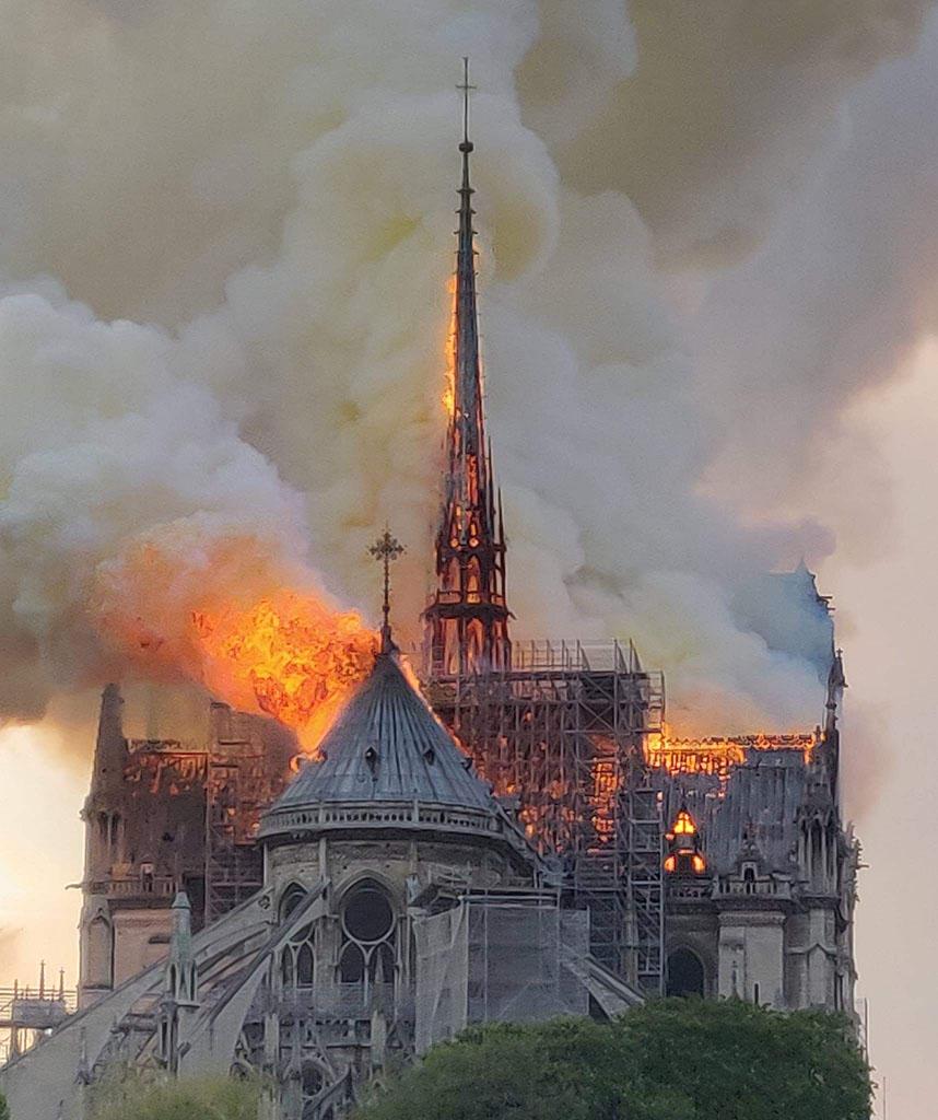 cathédrale en feu