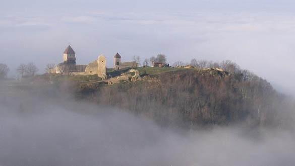 Château de Chevreaux dans la brume