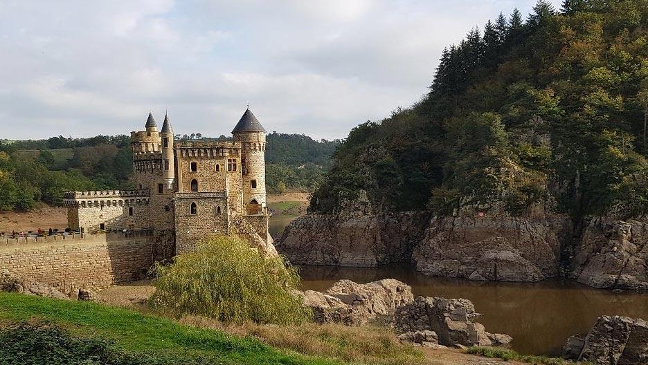 Château-de-la-roche-basses-eaux-barrage