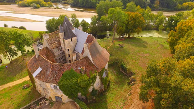 château-de-Meauce-toiture-en-cours-de-restauration