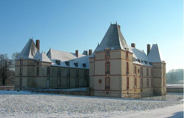 chateau-de-reveillon-sous-la-neige