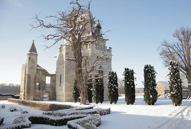 Chapelle-sous-la-neige-donjon-de-Vez